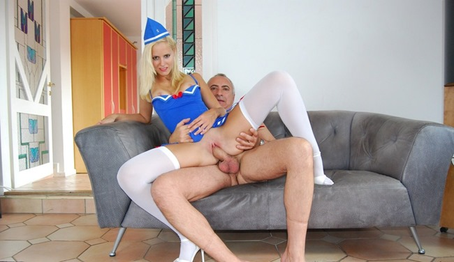 jim-slip-and-sexy-blonde-stewardess